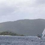 Navegando a Peter Island. Atrás, St. Thomas (Islas Vírgenes Americanas)