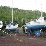 Los barcos bien sujetos a tierra