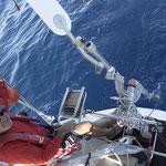 Jose ajustando el piloto de viento