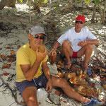 Pelando los cocos...