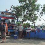 Los vendedores de San Jorge, en la espera para el ferry