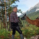 unser Jäger Gerd mit seinem Lama