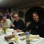 Ilija,Goran i Ljubiša pažljivo slušaju
