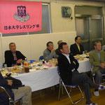 左ふたり目から三ツ井副部長、大島会長、高橋財務(S43)、高橋登OB(S43)、内藤OB(S48)