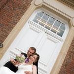 Brautpaar vor dem münsterander Standesamt
