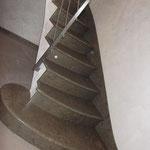 Escalier sur Voûte Sarrasine en Cénia Azul. La première marche est en escargot.