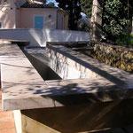 Surverse de bassin avec margelles en pierre de Massangis épaisseur 10 cm, ciselée, vieillie.