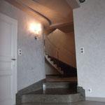 """Escalier sur Voûte Sarrasine en Cénia Azul. Deux marches isolées, l'une en forme de """"S"""" et l'autre concave."""