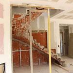 Escalier sur Voûte Sarrasine en Thala. Montage des marches sans débord avec une volée dans le vide.