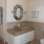 Plan meuble en Cenia Jaune ép. 3 cm. Vasque en Cenia jaune massive.