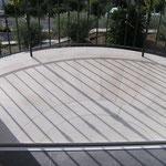 Revêtement rayonnant d'un balcon en Massangis beige finition brossée brossé.
