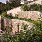Couvertine droite et courbe en Massangis, épaisseur 5 cm, finition brossée.