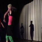 .. mit Background Tänzerinnen