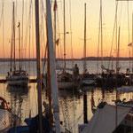 Der Abend am Bootshafen in Kiel. Mavera