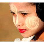 Burmesisches Mädchen mit Thanaka