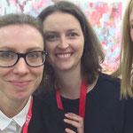 mit Astrid Hamm und Anne Schwanz, EIGEN + ART, und einer Arbeit von David Schnell im Hintergrund