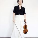 Emily Yabe_ Violinistin