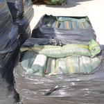 Mit Rundkies gefüllte Silosandsäcke