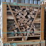 Eschenholz in 1 RM-Kastenpalette aufgeschichtet
