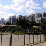 riesige leerstehende Wohnsiedlungen