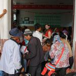 Kleiderverteilung in der Gemeinde