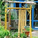 Klangspiel mit Bambusrohren und Metallrohren