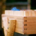 Handwerklich gearbeitet stabile Konstruktion aus Lärchenholz und wasserfesten Mehrschichtplatten