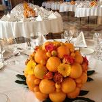 Kugel aus Orangen und Blumen