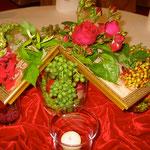 Rosen und Trauben mit goldenen Rahmen