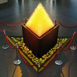 Pyramide aus 1000 Champagnergläsern und Durchlauffunktion mit gefärbtem Wasser