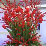 Bodenvase Tulpen und Ilex