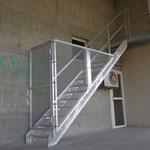 Treppe mit Sicherheitstüre