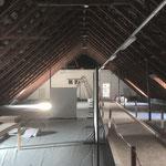 Laiblinschule Pfullingen, ungenutzter kalter Dachraum 2019 vor der Sanierung