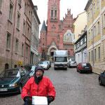 Altenburg... Polizist fotografiert ,Verkehr muss warten,volle Regenmontur