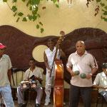 José avec le groupe Semillas del Son, Cuba