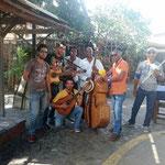 José, Alian et le groupe à Cuba