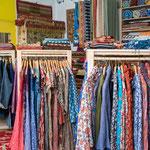 Vestes, tuniques, jupes, robes imprimées aux tampons de bois...