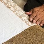 Au regard de la surface du plan de travail, les coupons de tissu ne peuvent pas dépasser 10 à 15 mètres de longueur.