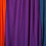 Couleur violette (le tissu au centre de la photo).