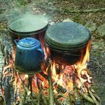 Geduld und Präsenz: Kochen über dem Feuer
