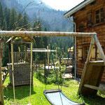Schön angelegte Spielplätze für jedes Bergchalet zur eigenen Benützung