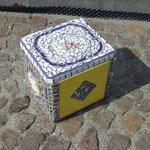 Es ist wieder einmal eine Kühlbox für Medikamente aus Styropor. ;-)