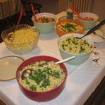 Leckereien vom selbstgemachten Salatbuffet