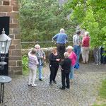Auf geht's zur Erkundung der Burg Staufenberg (Foto: Hans Pfaff)