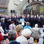 MPC2000-Männerchor in Finsterwalde auf dem Alexanderplatz