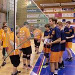shake hands zu Spielbeginn gegen Lugano/Schweiz