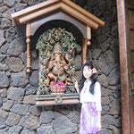 ハワイ カウアイ島 ヒンズー教寺院にて