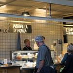 Markthalle IX . Berlin - Wochenmarkt, Streetfood, Kantine in historischem Ambiente