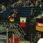 Die Fanclub-Fahne wurde auch mal wieder kamera-gerecht platziert