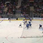 Bull vor Suomi-Goalie Pekka Rinne